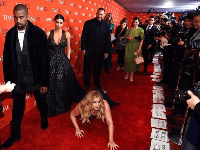 amy-schumer-caused-quite-a-stir-on-the-time-100-gala-red-carpet