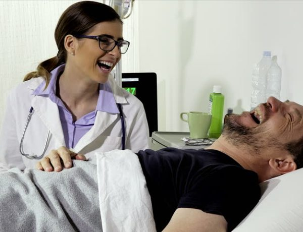 doctor-laughing-at-patient-jokes