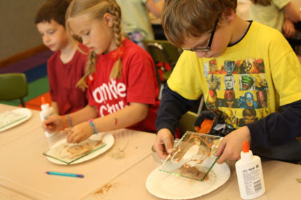 Kids making Fossil Vitra projects