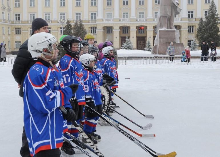 ВСмоленске наплощади Ленина открыли главный городской каток