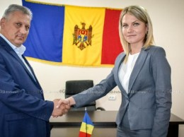 Ex-primarul Igor GROZAVU și primarul de Drochia Nina CERETEU. © Nelly Ciobanu/GD