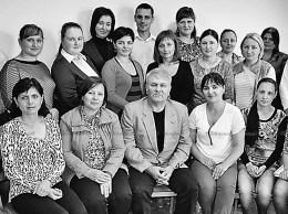 Echipa (incompletă) Direcţiei Asistenţă Socială și Protecţie a Familiei, Drochia. În centru, Tudor GOLBAN, șeful instituţiei