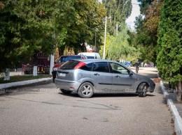 """Strada pietonală, """"31 August"""", departe de a fi sigură pentru deplasarea fără pericol a pietonilor"""