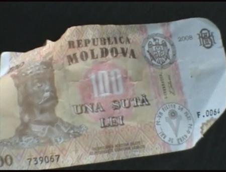 Pe piaţă au apărut bancnote contrafăcute