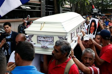 Men carry a coffin containing the body of slain Honduran Indian leader and environmentalist Berta Caceres in Tegucigalpa, Honduras, March 3, 2016.  (AP Photo/Fernando Antonio)