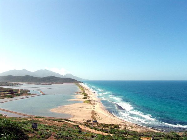 Playa La Salina, Margarita, Nueva Esparta, Venezuela. Photo by Wilfredor.