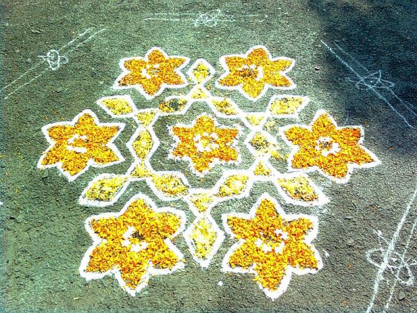 Sankranti Muggu with flowers at Nizampet, Rangareddy district. Photo by Adityamadhav83.