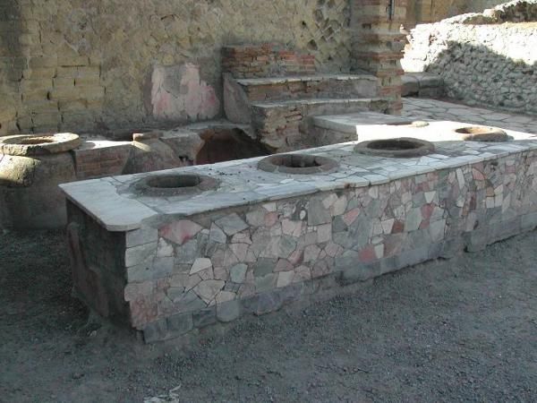 Grande Taberna Pompeii kitchen. Photo by Aldo Ardetti .