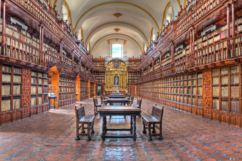 """BIBLIOTECA PALAFOXIANA"" by José P. Torrealba - Ayuntamiento - Oficina de Turismo. Licensed under CC BY 3.0 via Wikimedia Commons - https://commons.wikimedia.org/wiki/File:BIBLIOTECA_PALAFOXIANA.tif#/media/File:BIBLIOTECA_PALAFOXIANA.tif"