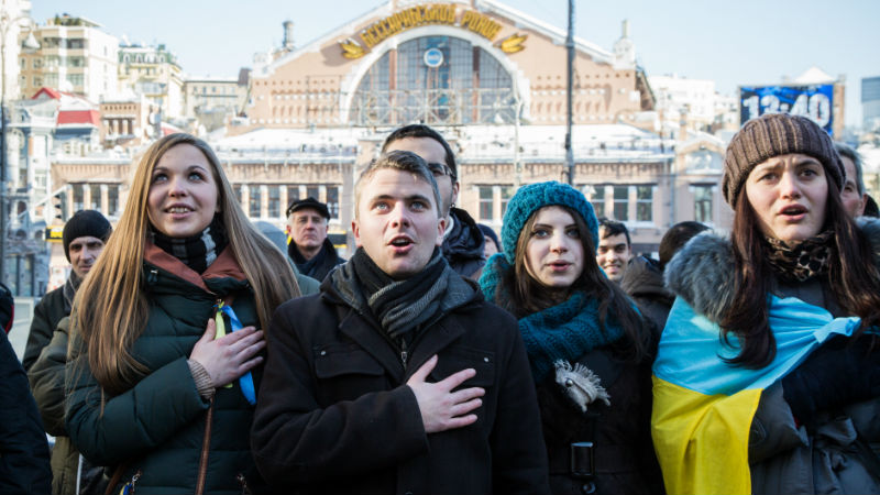 Euromaidan protesters sing the Ukrainian anthem in central Kyiv. Photo from Demotix.