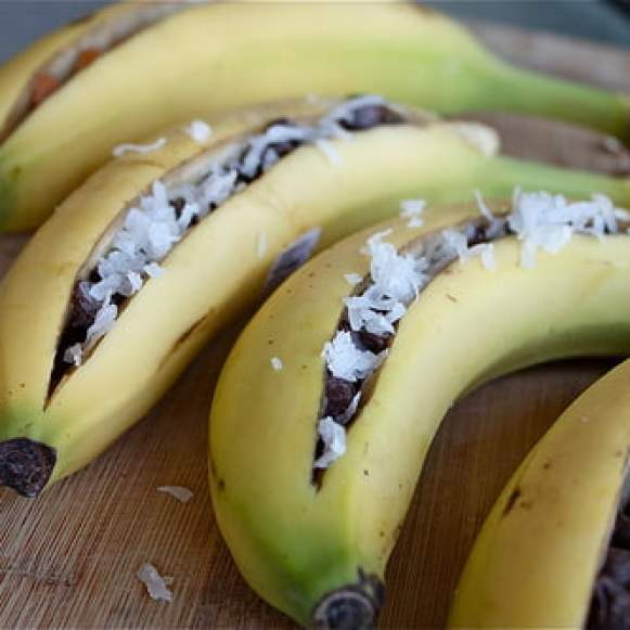 Grilled Banana with Chocolate & Almonds - GloTIME