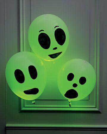 Cool-Glow-Stick-Ideas-Glow-Stick-Balloon-Ghosts-17