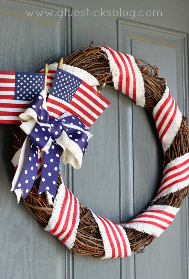 Make these 10 gorgeous yet easy patriotic wreaths that will brighten up your home, perfect for Memorial Day, 4th of July, and other patriotic holidays. - simple to make grapevine and ribbon wreath