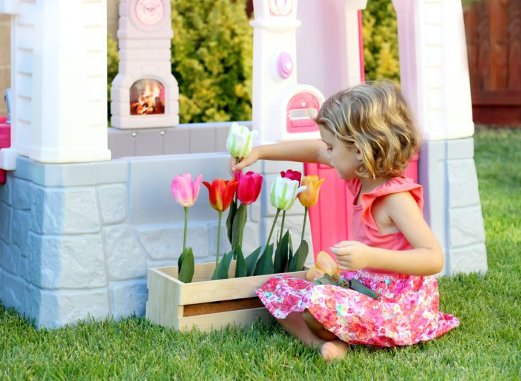 DIY Kids Felt Flower Box & Step2 Playhouse GIVEAWAY!