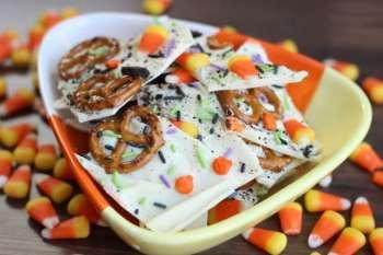 White Chocolate Pretzel Halloween Bark {+31 Halloween Treat Ideas}
