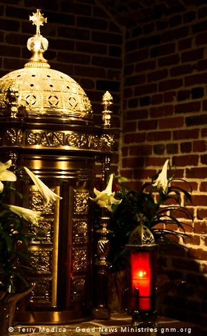 Prayers - Vigil of the Night - tabernacle and candle