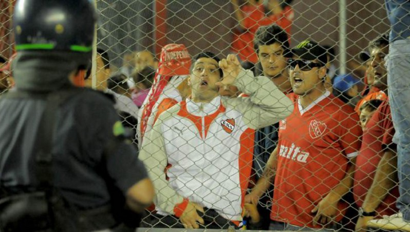 One member of CA Independiente found facing the cops [Source: infobae.com]