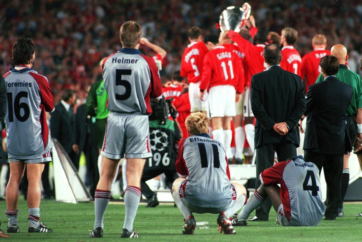 BARCELONA, SPAIN - MAY 26: CHAMPIONS LEAGUE 98/99 FINALE, Barcelona; FC BAYERN MUENCHEN - MANCHESTER UNITED 1:2; v.l.n.r.: Jens JEREMIES, Thomas HELMER, Stefan EFFENBERG, Samuel KUFFOUR/FC BAYERN MUENCHEN (Photo by Alexander Hassenstein/Bongarts/Getty Images)