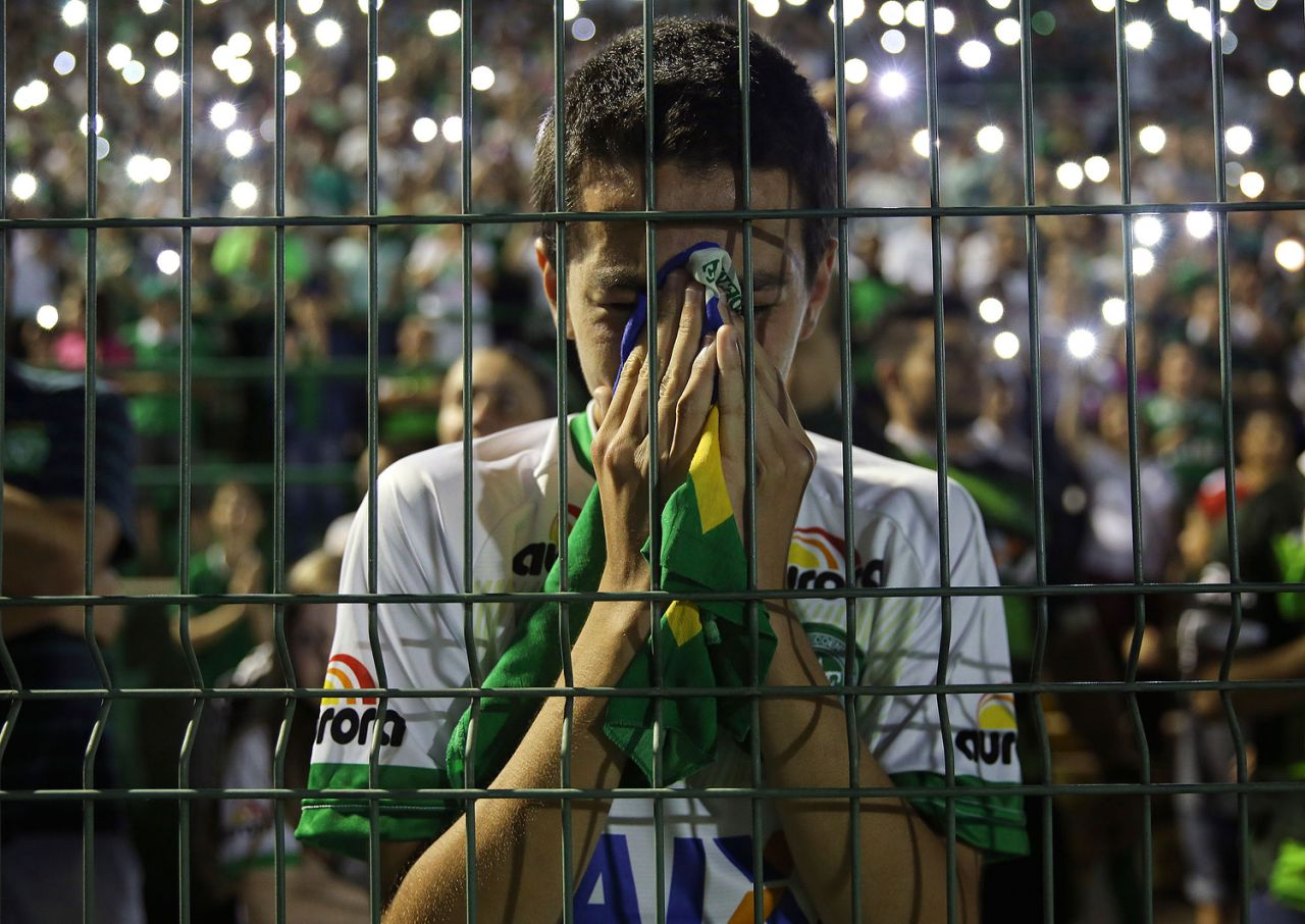 A young fan couldn' hold his emotion during the gathering in Arena Conda stadium. [Source: Yahoo]
