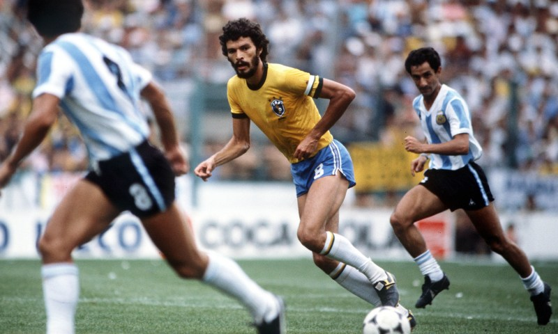 1982 World Cup Finals, Second Phase, Barcelona, Spain, 2nd July, 1982, Brazil 3 v Argentina 1, Brazil's Socrates watched by two Argentine players  (Photo by Bob Thomas/Getty Images)