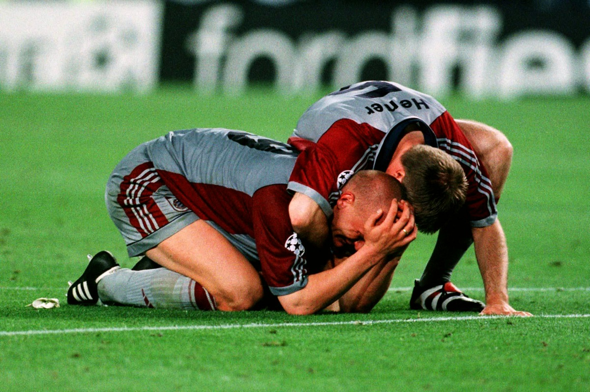 Bayern Munich's Carsten Jancker and Thomas Helmer both shed tears after their team were beaten in the last minute by Manchester United.