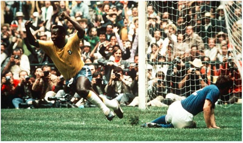 Pele scoring in the 1970 World Cup final