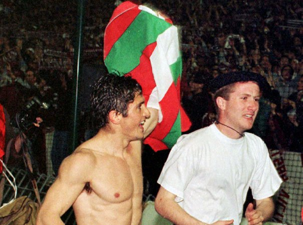 Happier days: Bixente Lizarazu waving the Ikurrina during his Bilbao days.