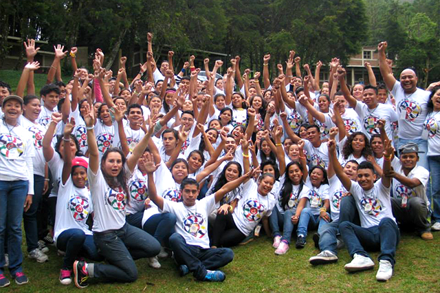 Academia de Liderazgo de la Juventud (Leadership Training Camp for Teens)