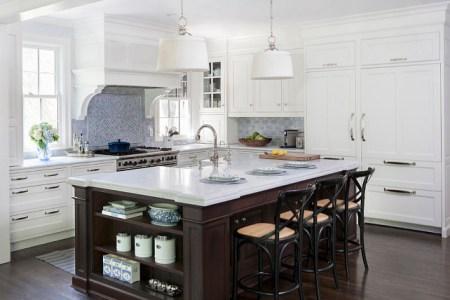 traditional kitchen. traditional white kitchen with blue and white decor. kitchen traditionalkitchen