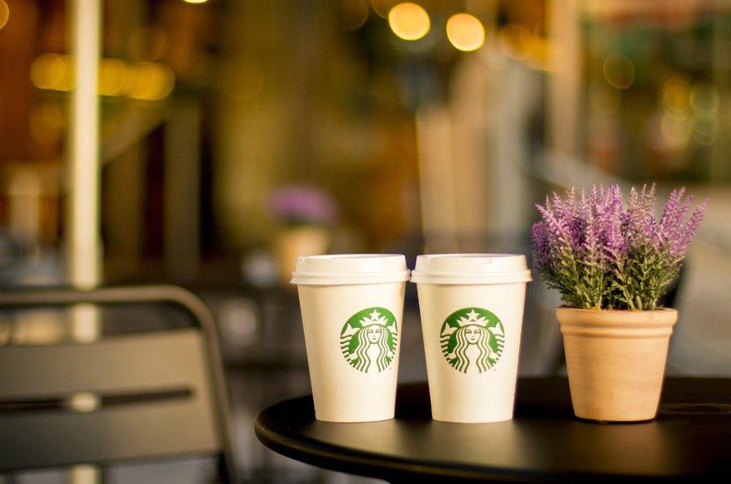 Tazza termica Starbucks o tazza da viaggio: riutilizzare è trendy