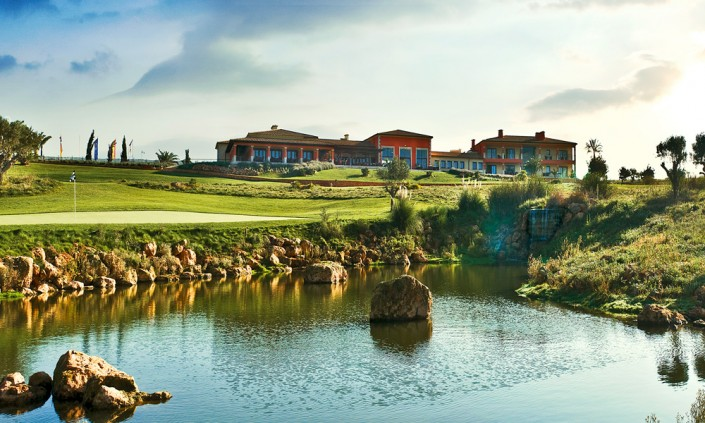 golf-son-gual-mallorca-clubhouse-green18-705x423