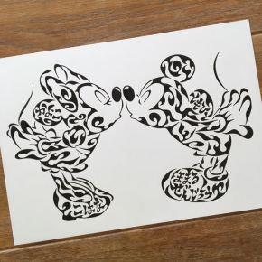 大好きなキャラクターをイメージした家族の名前の入った模様で書くアート(A4)