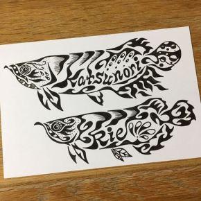 大切な方と2ショットで!2匹のアロワナをモチーフに模様で書くカップルの絵(ポストカード)
