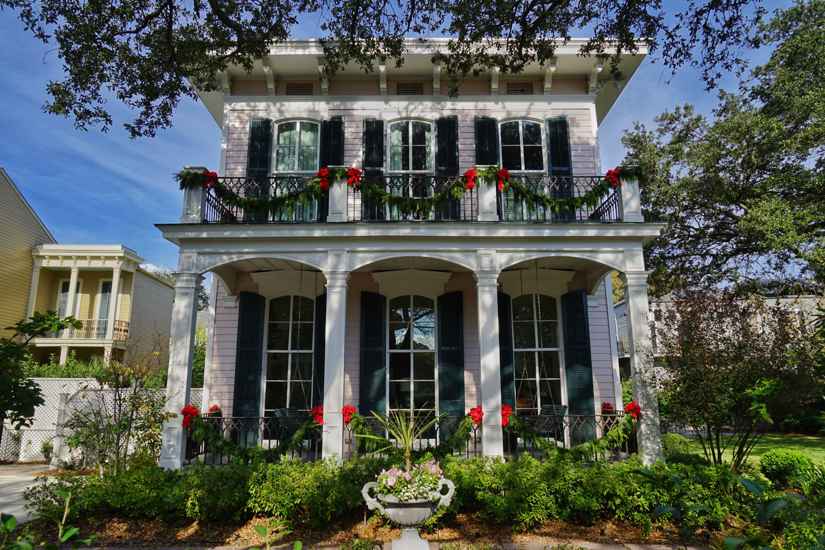 Gonola top 5 christmas decorations in new orleans - New orleans home decor stores property ...