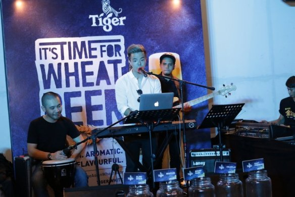 A three-piece human jukebox band entertains the crowd at Souled Out, Hartamas