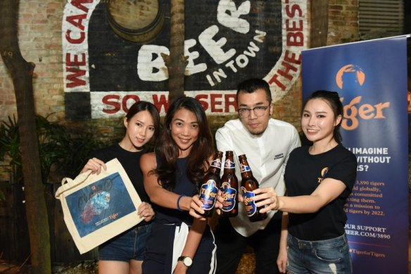 Second from left- Jessie Chuah, Marketing Manager of Tiger Beer and visual artist Kenji Chai