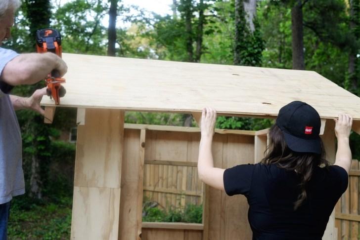 DIy playhouse farmhouse (30)