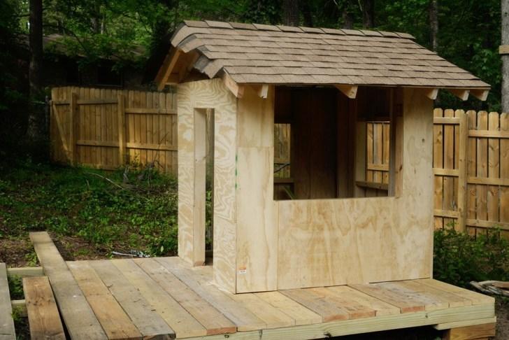 DIy playhouse farmhouse (48)