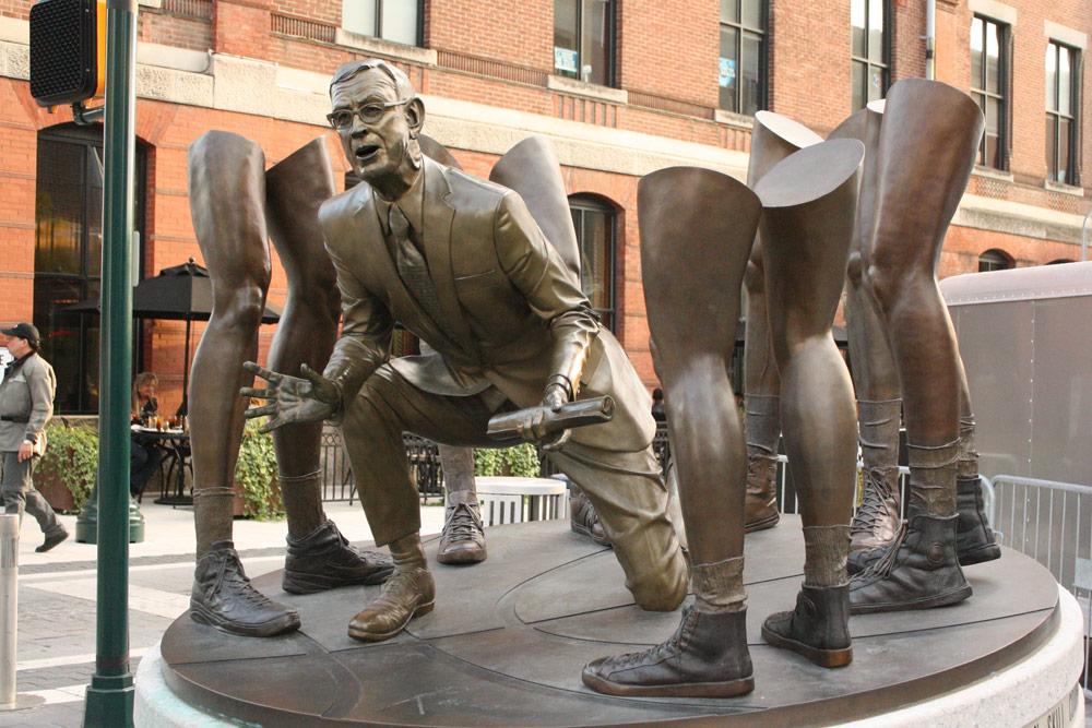 mm_statue
