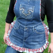 farm girl apron from old jeans (1)