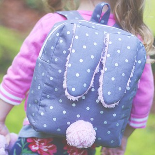 Keep your little one hoppin' along with this fun backpack pattern and tutorial by Sew Much Ado. -Sewtorial