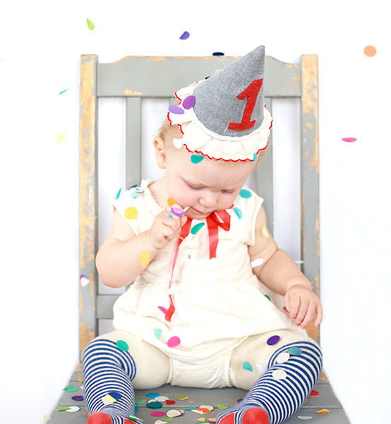 Make your little one's special day memory perfect with this adorable cloth birthday hat by Say Yes. -Sewtorial