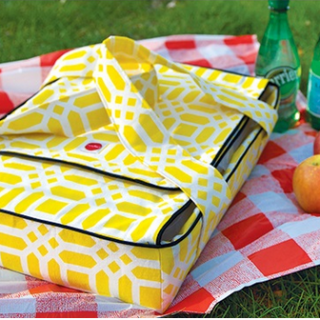 Display those yummy casseroles at your next picnic using this casserole carrier pattern by ModKid. -Sewtorial