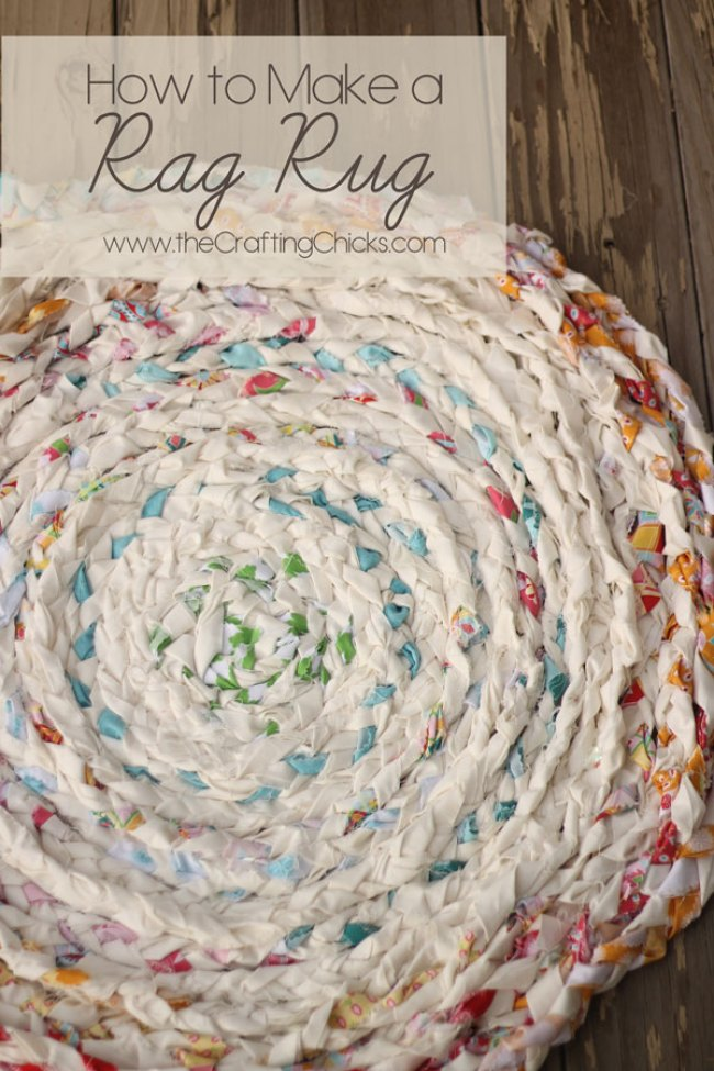 Rag rugs are a fun casual option for any rooms decor. Make your own rag rug using this easy rag rug tutorial from the Crafting Chicks. -Sewtorial