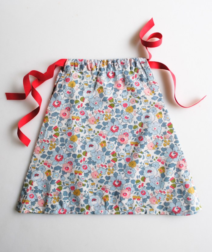 Create this adorable dress using this easy girl dress tutorial by The Purl Bee . The simple design makes it easy to sew and a quick project. -Sewtorial