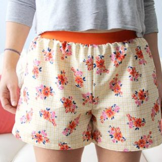 Jessica Abbott (The Sewing Rabbit) shares and easy tutorial for creating women's boxer shorts. This project is beginner friendly and quick. -Sewtorial