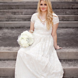 On a budget or just want to make your own wedding dress? See Kate Sew offers an easy-to-sew dress to get you ready for your big day in no time. -Sewtorial