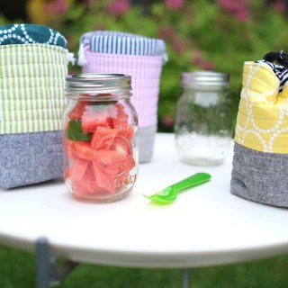 Are you opting for more glassware these days? This convenient insulated mason jar bag shared on Sew Mama Sew is sure to come in handy. -Sewtorial