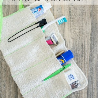 This DIY Washcloth Travel Kit by Practically Functional is perfect for beginners and ho, so, easy to make. -Sewtorial