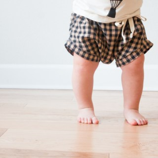 Aren't these super baggy baby shorts adorable? Make some for your little one with this easy tutorial from One Little Minute. -Sewtorial